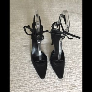 Gucci black backless shoe w/ logo ankle & ties